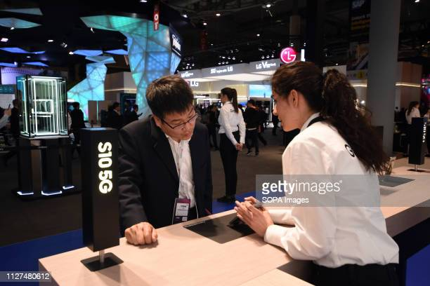 L´HOSPITALET CATALONIA SPAIN A staff member of the Samsung company seen explaining to a client the characteristics of the new model S10 at the Mobile...