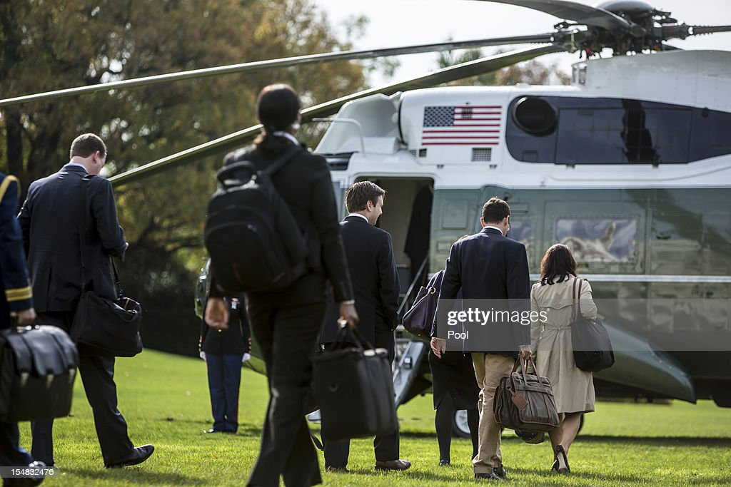 Obama Departs White House En Route To New Hampshire : News Photo