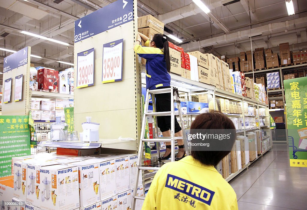 Staff members work at a Metro AG supermarket in Shanghai, China, on Wednesday, May 19, 2010. Metro AG, Germany's largest retailer, plans to add 100 stores worldwide this year, the company said in a statement issued in Shanghai today. Photographer: Qilai Shen/Bloomberg via Getty Images