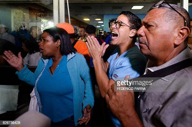 Staff of the Dr Jose Gregorio Hernandez Hospital prevent the entrance of Venezuelan jailed opposition leader Leopoldo Lopez's wife Lilian Tintorri...