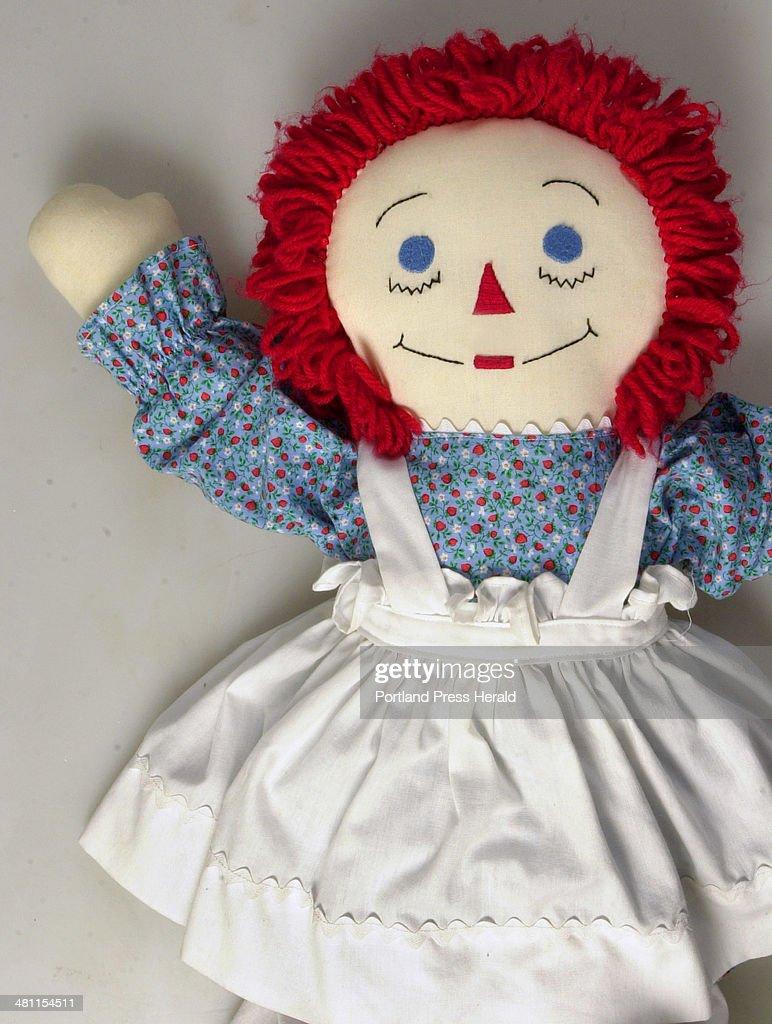 Staff photo 3/22/02; .Raggedy Ann doll for illustration : News Photo