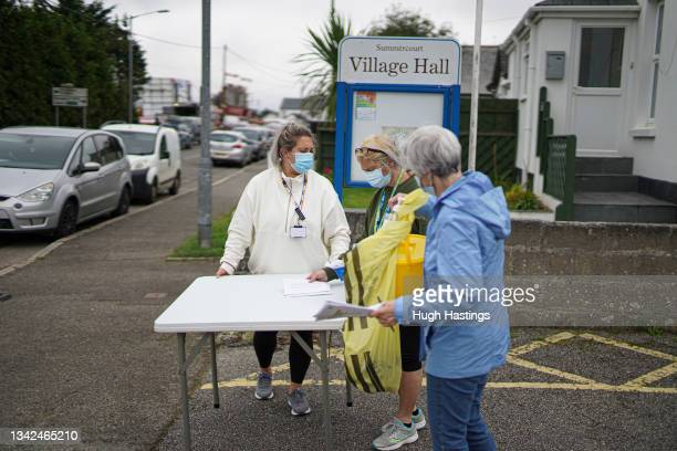 Staff set-up a walk-up vaccination unit outside the village hall on September 25, 2021 in the village of Summercourt, near Newquay, Cornwall, United...