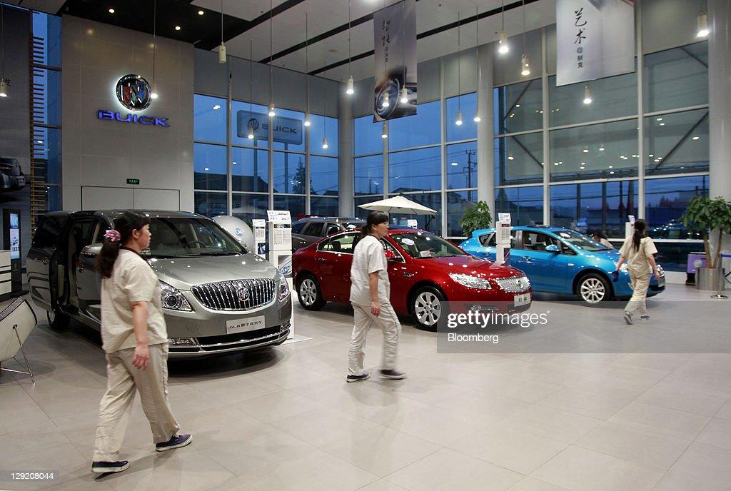 US Ambassador To China Gary Locke Tours The Largest GM Buick - Buick car dealer