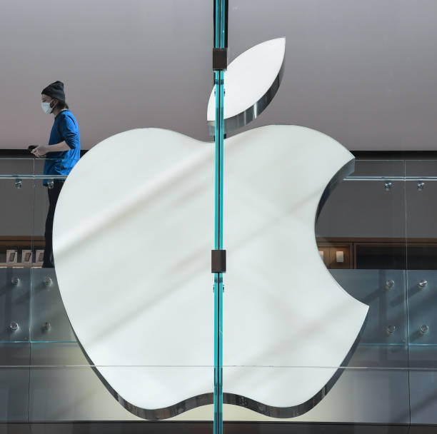AUS: Sydney's Flagship Apple Store Reopens Following Renovations