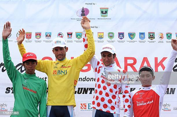 Stage 5 Jersey's winner Tour de Singkarak 2013, Jerry Aquino , Cahyadi , Ghader Mizbani Iranagh , and Amir Kolahdozhagh .