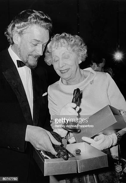 Stage and Screen Personalities London pic 29th March 1968 The British Film Academy Awards Paul Schofield and Dame Edith Evans Best Actor and Best...