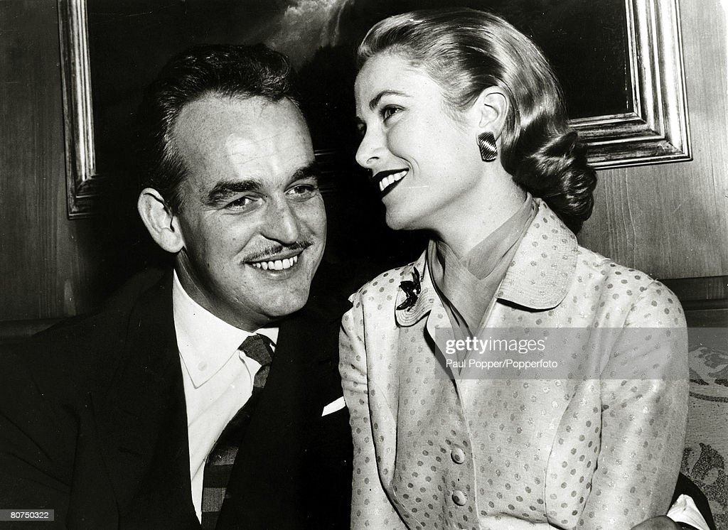 Stage and Screen Personalities. pic: 10th January 1956. American actress Grace Kelly with her fiance Prince Rainier of Monaco. Grace Kelly, (1929-1982) born in Philadelphia, was a cool, elegant beauty, who starred in such films as 'High Noon' and 'To Cat : News Photo