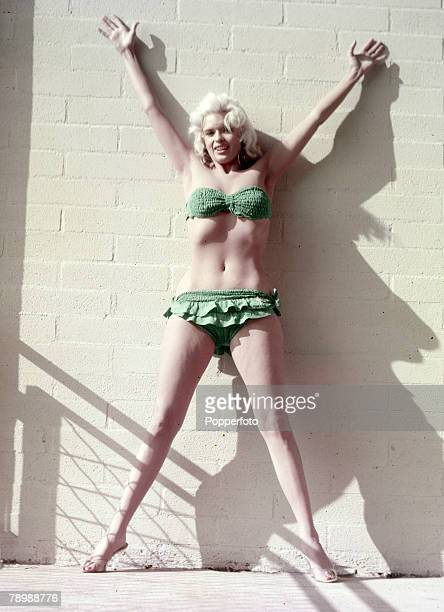 1965 American film actress and sex symbol Jayne Mansfield poses in a green bikini