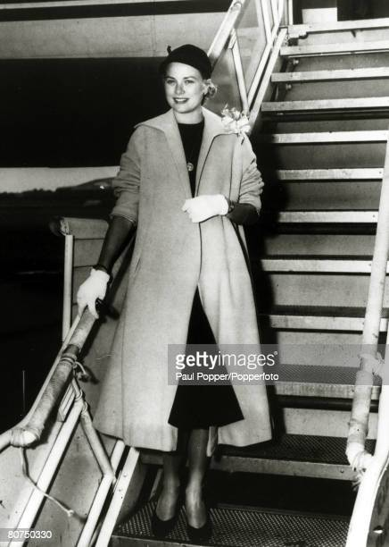 circa 1950 American actress Grace Kelly arriving by aeroplane Grace Kelly born in Philadelphia was a cool elegant beauty who starred in such films as...