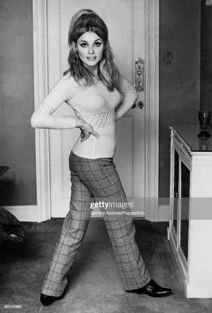 Stage and Screen Personalities. pic: September 1965. American actress Sharon Tate (1943-1969). Sharon Tate was one of the victims in the Charles Manson murders, when followers of Manson killed 5 people at Tate's Los Angeles home. : Nachrichtenfoto