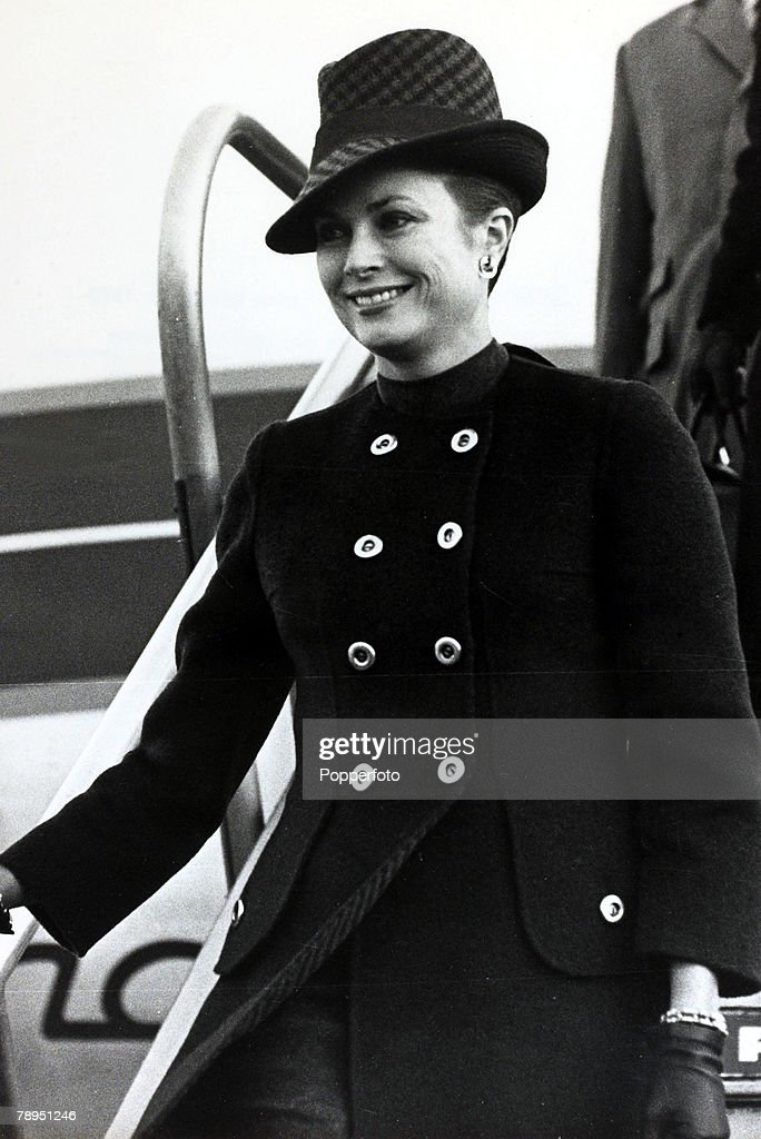 """Stage and Screen. Royalty. Personalities. pic: 16th November 1970. Princess Grace of Monaco pictured at Heathrow Airport, London. The former Grace Kelly, (1929-1982) born in Philadelphia, was a cool, elegant beauty, who starred in such films as """"High Noon : News Photo"""