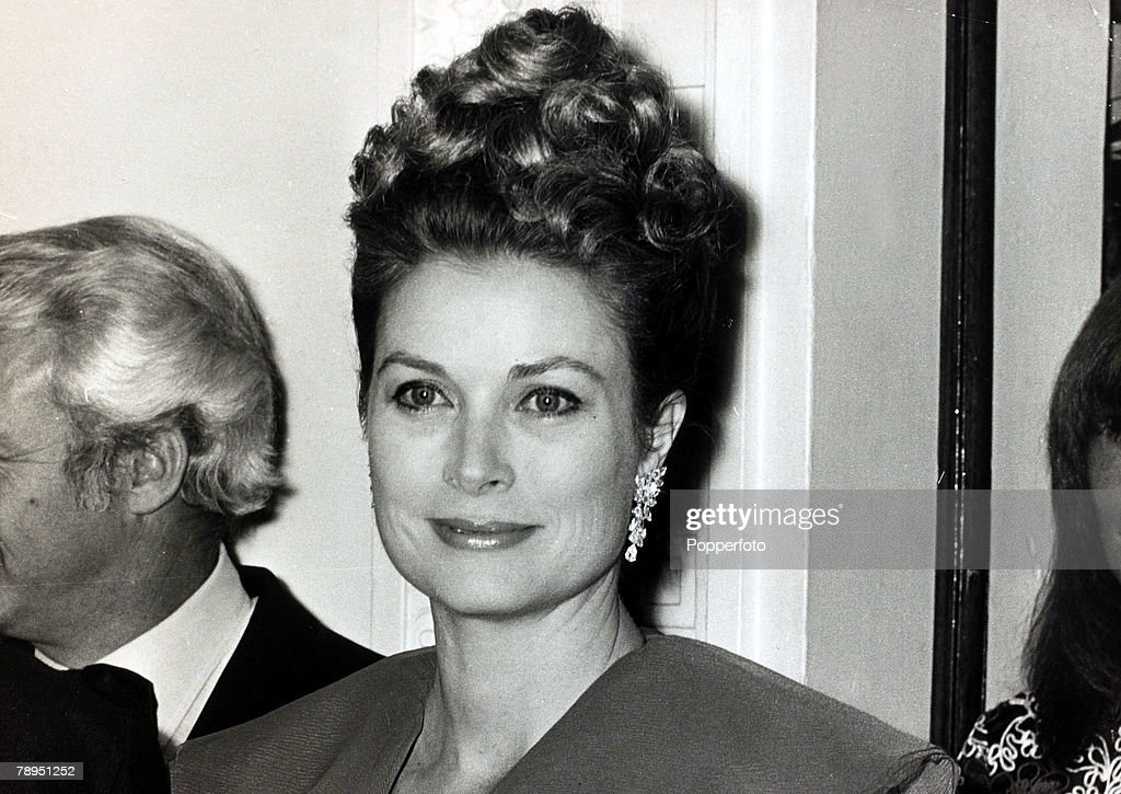 "Stage and Screen. Royalty. Personalities. pic: 27th October 1972. Princess Grace of Monaco pictured in Leeds, England. The former Grace Kelly, (1929-1982) born in Philadelphia, was a cool, elegant beauty, who starred in such films as ""High Noon"" and ""To C : News Photo"