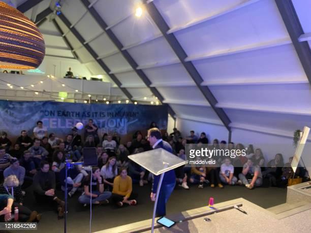ステージビュー 青少年崇拝コンサート - ミサ ストックフォトと画像