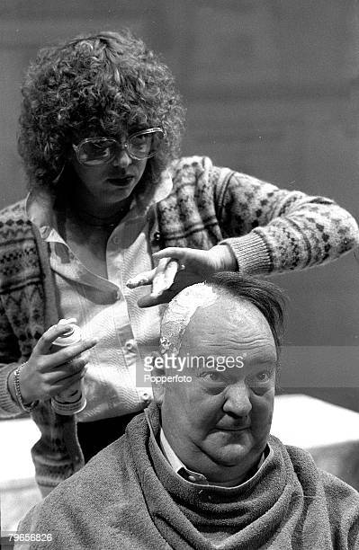 13th July 1978 South Africa born actor Stratford Johns having his hair shorn for his part in the musical 'Annie'