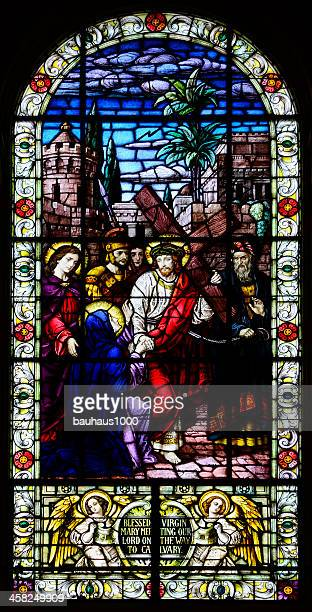 stained glass window - christ on his way to calvary - images of jesus on the cross at calvary stock pictures, royalty-free photos & images