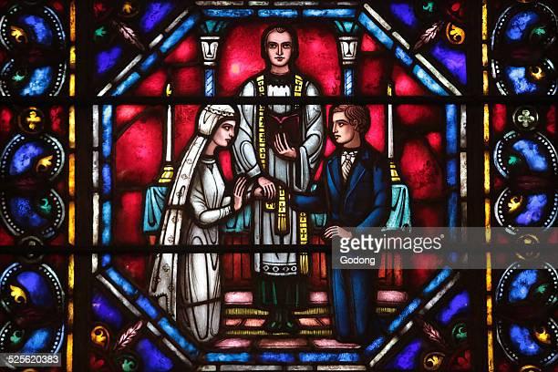 stained glass window - saint sacrement photos et images de collection