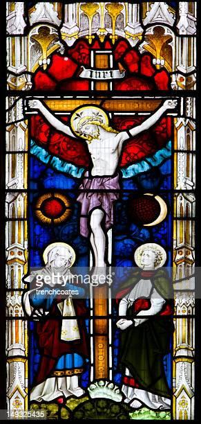 vitrail. décrit crucifixion. - crucifixion photos et images de collection