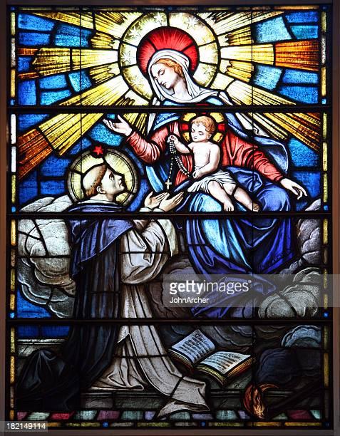 vetro istoriato con rosario - madonna del rosario foto e immagini stock