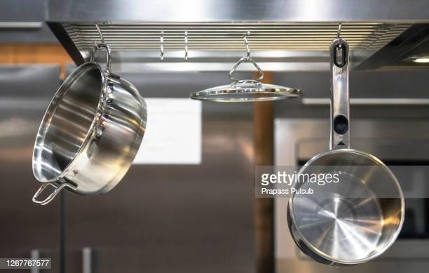 stainless steel kitchenware hang on steel bar - ステンレス ストックフォトと画像
