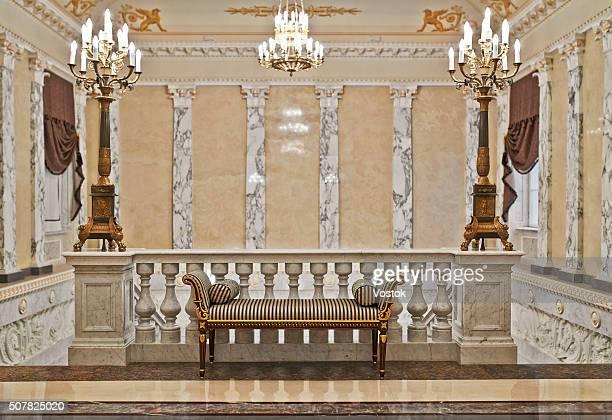 staircase in a luxury hotel - palácio - fotografias e filmes do acervo