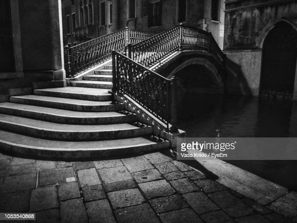 staircase of bridge over building - vaso stock pictures, royalty-free photos & images