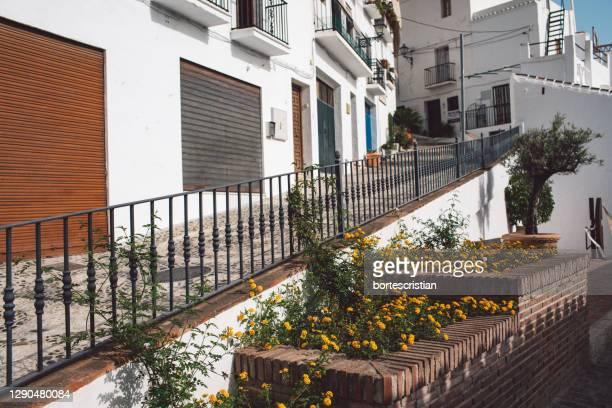 staircase of building in city - bortes stockfoto's en -beelden