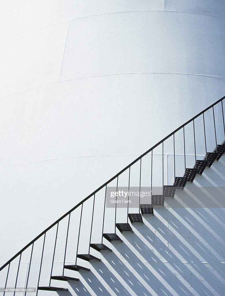 Staircase on storage tank wall : Stockfoto