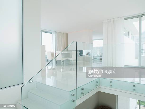 staircase with glass railing in luxurious apartment - veiligheidshek stockfoto's en -beelden