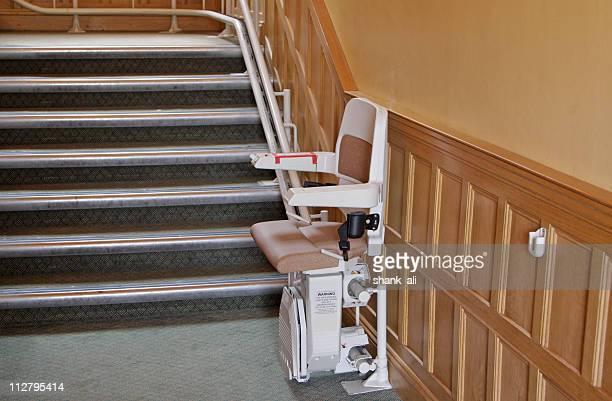stairlift para deficientes - elevador de escada imagens e fotografias de stock