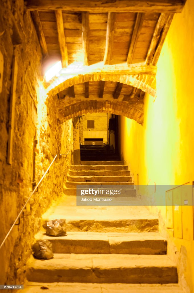 Stairs in Montepulciano at night : Stock-Foto