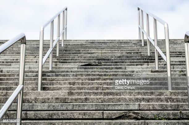 stairs to the sky - vedação de corrimão imagens e fotografias de stock