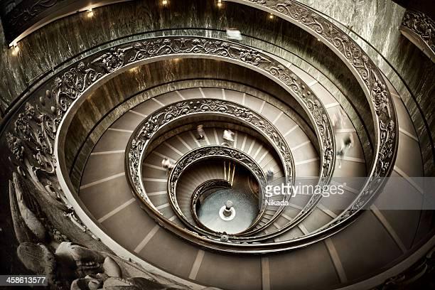 escada no museu do vaticano - vaticano imagens e fotografias de stock