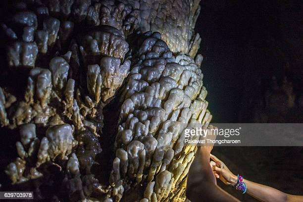 stalagmite in paradise cave, phong nha ke bang national park, quang binh, vietnam - phong nha kẻ bàng national park stock photos and pictures