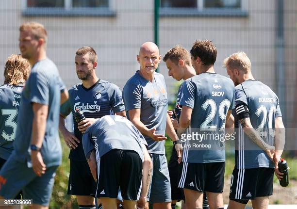 Stale Solbakken head coach of FC Copenhagen with the players during halftime in the friendly match between FC Copenhagen and Lyngby Boldklub at KB's...