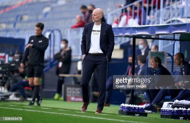 Stale Solbakken, Manager of Norway looks on during the FIFA World Cup 2022 Qatar qualifying match between Norway and Turkey at Estadio La Rosaleda on...