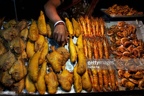 stall for selling fry fishes in digha. - westbengalen stock-fotos und bilder