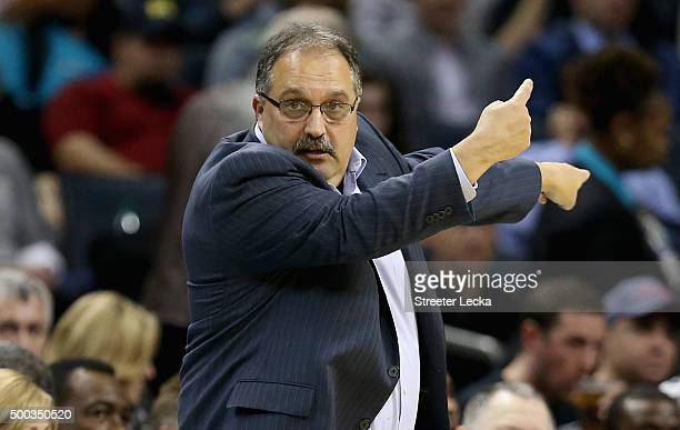 Stan Van Gundy of the Detroit Pistons motions to his team during their game against the Charlotte Hornets at Time Warner Cable Arena on December 7...