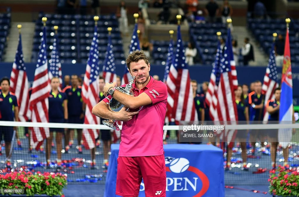 TOPSHOT - Stan Wawrinka of Switzerland poses with the championship trophy after defeating Novak Djokovic of Serbia in their 2016 US Open Men's Singles final match at the USTA Billie Jean King National Tennis Center in New York on September 11, 2016. Stan Wawrinka became the oldest US Open men's champion in 46 years when he defeated world number one Novak Djokovic to claim a third Grand Slam title on Sunday. / AFP / Jewel SAMAD