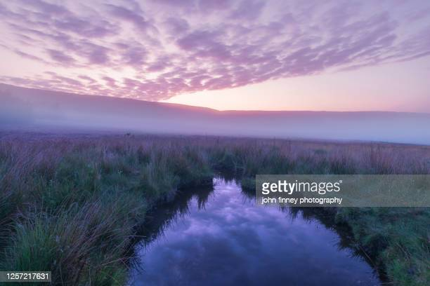 stanage edge sunrise and the surrounding hills of the derbyshire peak district. uk - fog stock pictures, royalty-free photos & images