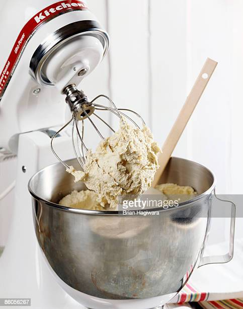 Stand mixer with cake batter