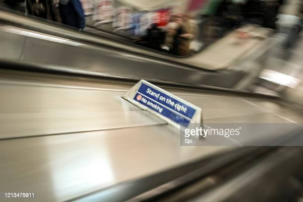 """stand on the right sign next to the escelator  in the london underground - """"sjoerd van der wal"""" or """"sjo"""" stock pictures, royalty-free photos & images"""