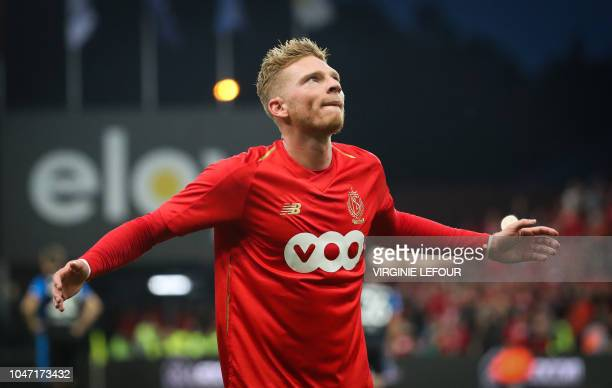 Standard's Belgian forward Renaud Emond celebrates after scoring during the Jupiler Pro League football match between Standard de Liege and Club...