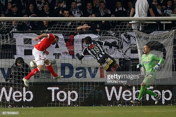 Standard's Orlando Sa scores a goal during the Belgium League football match between Charleroi vs Standard de Liege in Charleroi on December 4 2016 /...