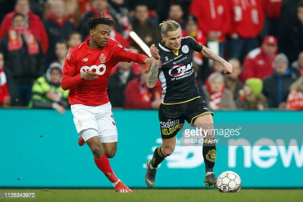 Standard's William Balikwisha and Lokeren's Ari Freyr Skulason fight for the ball during a soccer game between Standard de Liege and Sporting Lokeren...