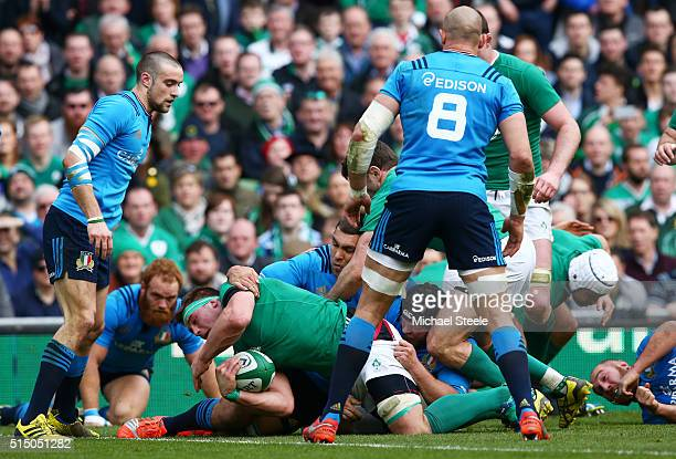 Stander of Ireland scores his team's third try during the RBS Six Nations match between Ireland and Italy at Aviva Stadium on March 12 2016 in Dublin...