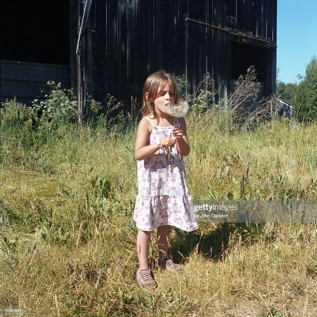 Standing girl : Stock-Foto