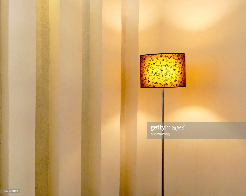 Stehende Lampe Im Wohnzimmer Stock-Foto - Getty Images