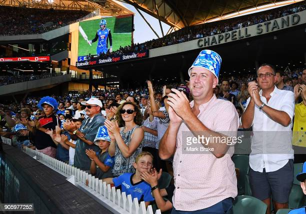 Standing ovation for Alex Carey of the Adelaide Strikers 100 during the Big Bash League match between the Adelaide Strikers and the Hobart Hurricanes...