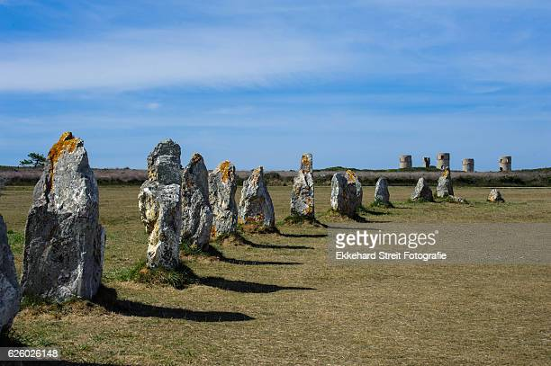 standing stones - bretagne photos et images de collection