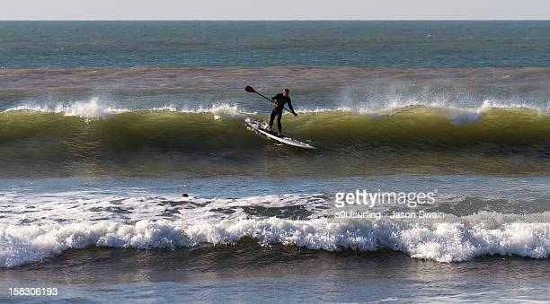 stand-up paddle board on the isle of wight. - s0ulsurfing 個照片及圖片檔